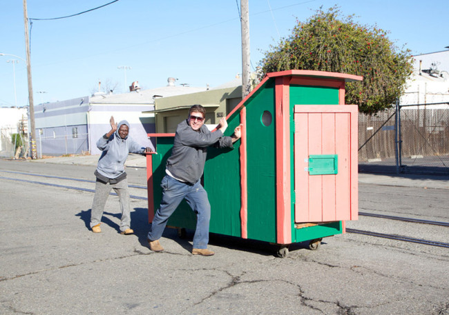 gregory-kloehn-turns-trash-into-vibrant-houses-for-the-homeless-designboom-02-650x457