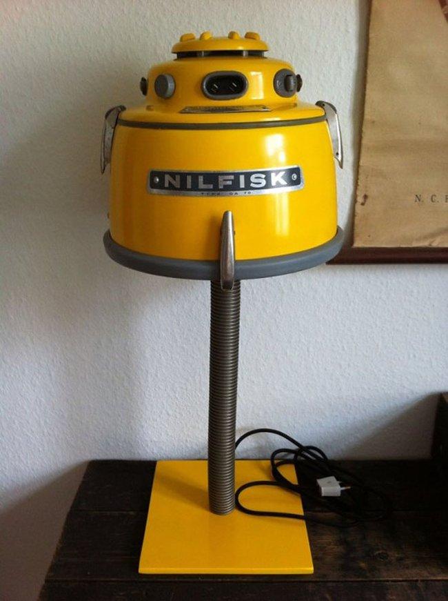 recycled-nilfisk-vacuum-lamps-kristian-linneberg-sorensen-4.jpg.650x0_q85_crop-smart